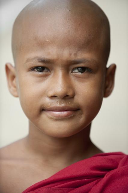 MM001 Young novice monk - Myanmar - Shwezigone Paya