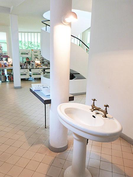 lavabo de l'entrée