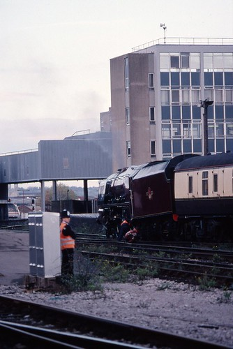 LMS 8P 'Coronation' 4-6-2 46229 'Duchess of Hamilton' derailed tender, Bristol Temple Meads 6.11.1994 Scans015