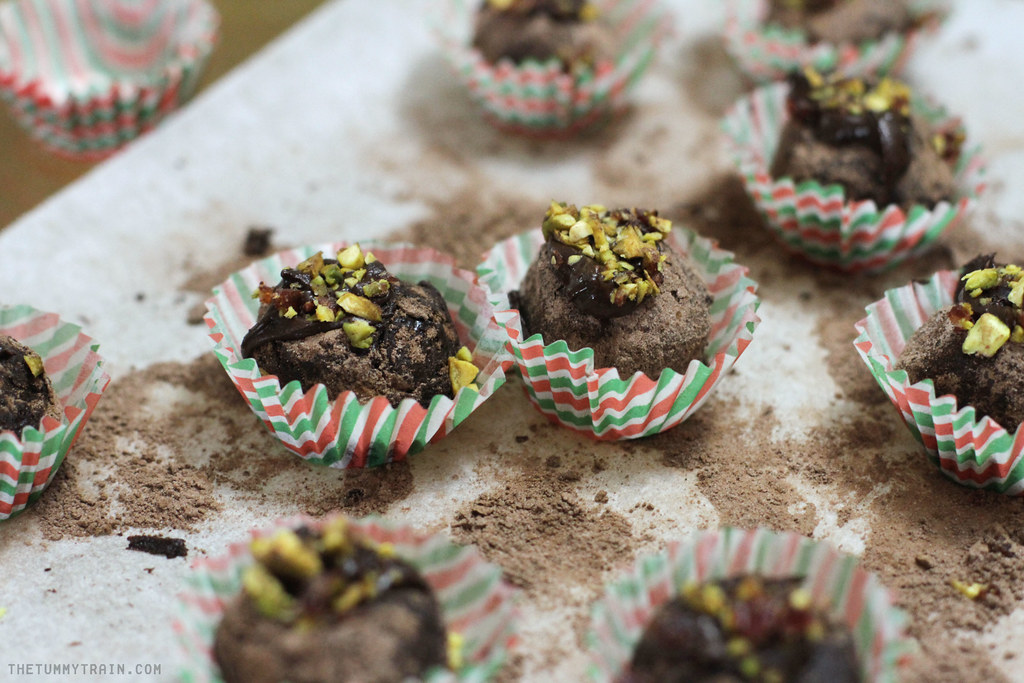 11288989626 d7341c0167 b - {Christmas Countdown 2013} A classic chocolate truffle for the holidays