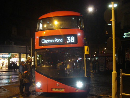 Arriva London LT4 (LTZ1004) on Route 38, Victoria
