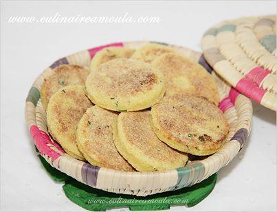 """Galette de semoule marocaine à la menthe """"Harcha""""  http://www.culinaireamoula.com/article-galette-marocaine-a-la-semoule-et-a-la-menthe-harcha-122178012.html"""