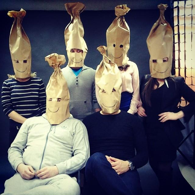 Снимаем на актуальную тему - это нынче модно быть очень вежливым и носить маски. Было бы грустно, но по-другому никак!