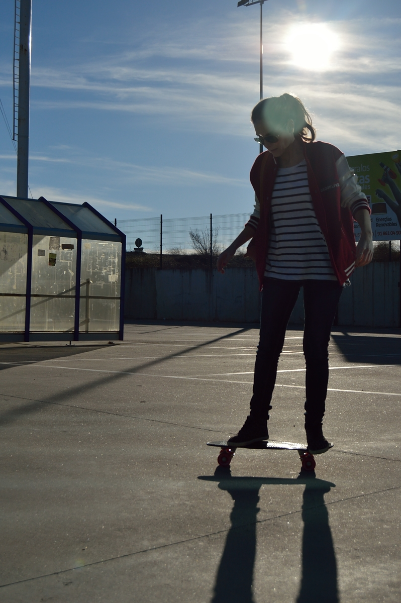 lara-vazquez-madlula-blog-skater-on-wheels-stripes-fashion