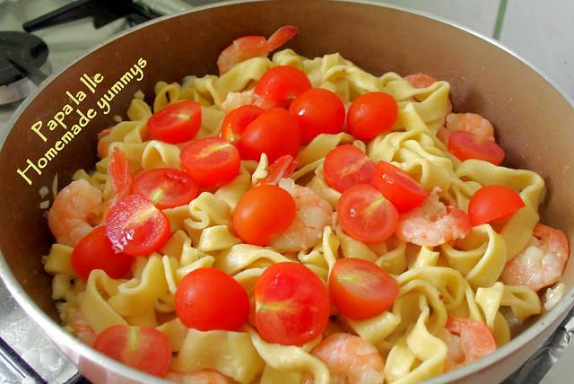 Paste proaspete cu creveti picanti si rosii cherry (8)