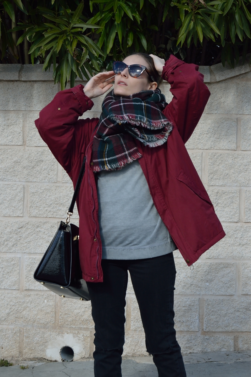 lara-vazquez-madlula-blog-fashion-burgundy-plaid-foulard