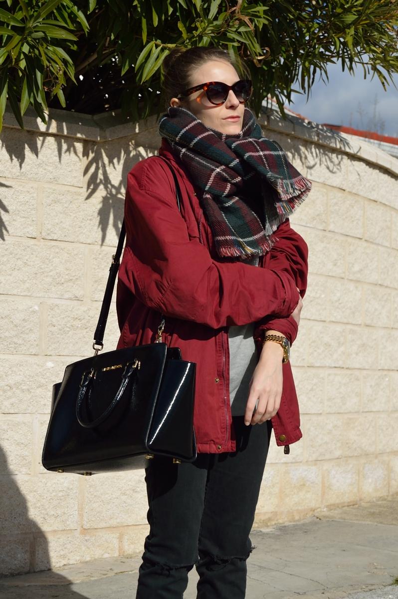 lara-vazquez-madlula-blog-easy-look-burgundy-plaid