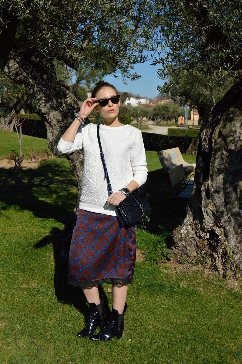 lara-vazquez-madlula-blog-trends-fashion-style-midi-skirt-white-sweater