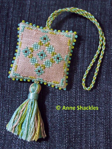 xstitchhappy-Roberta's Flowers Fob freebie (back)