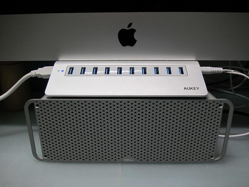 Aukey 10-Port USB 3.0 Hub - With iMac