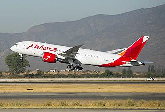 Avianca B787-8 despegando desde SCL (Avianca)