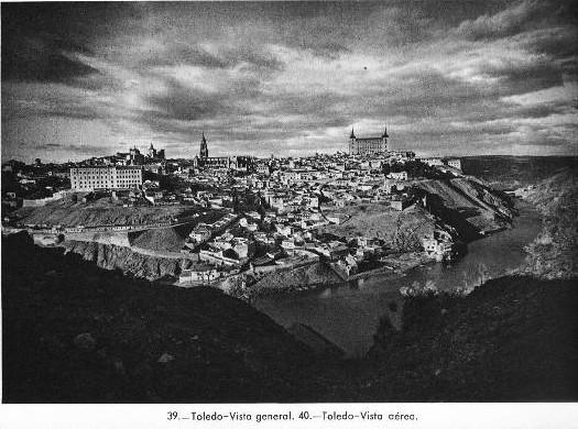 Toledo a comienzos del siglo XX (años 20 probablemente) fotografiado por José Ortíz Echagüe