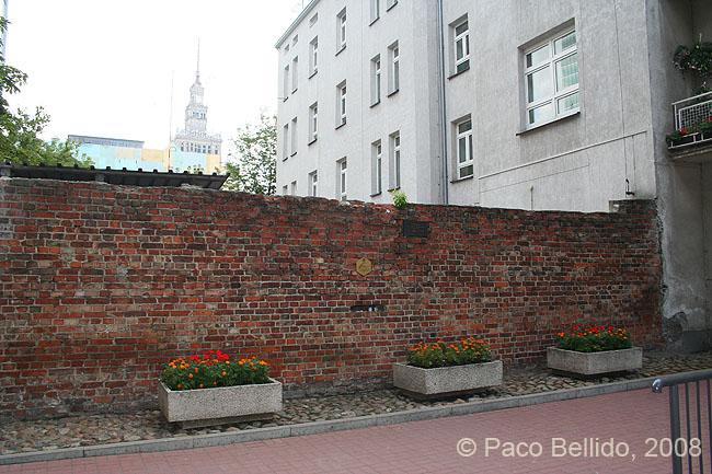 Muro del Ghetto de Varsovia. © Paco Bellido, 2008