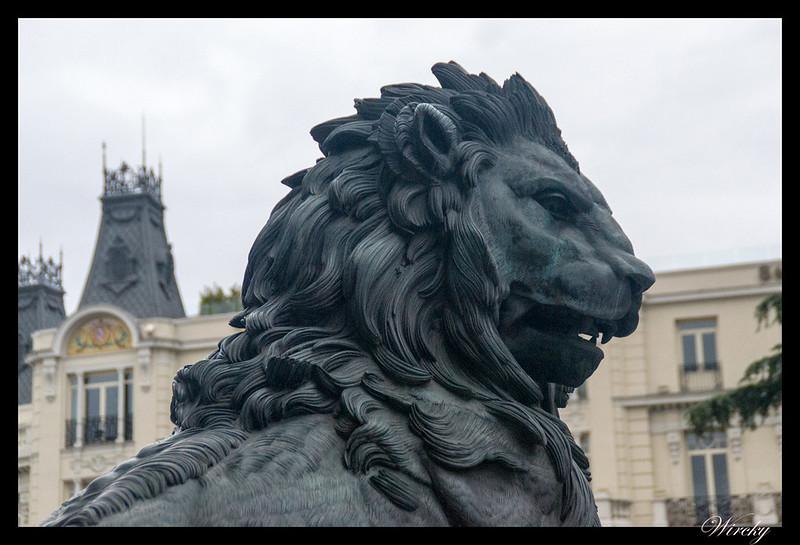 Leones Congreso Diputados curiosidades - Cabellera del león Velarde