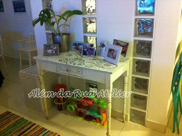 Caixotes e mosaico na decoração