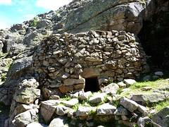 Sentier de Radule : casgile (cave à fromages) le long du sentier