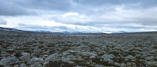 A field of rocks between Lønstinden and Steindalstinden