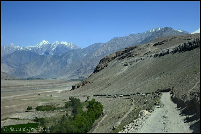 The only road of Afghan Wakhan, Panj River, Hindu Kush summits, Afghanistan © Bernard Grua