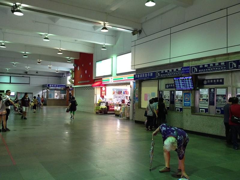 基隆駅構内 by haruhiko_iyota