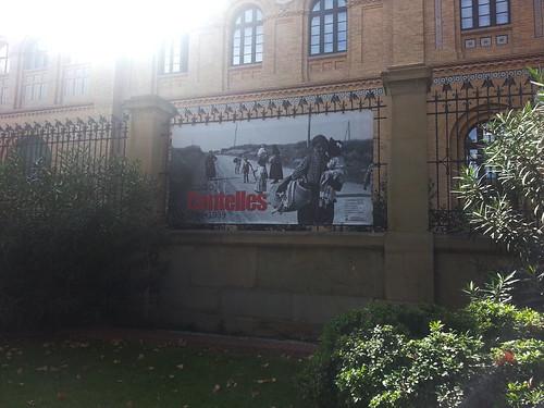 [todo] Centelles, lona exterior en el edificio del Paraninfo de la Universidad de Zaragoza. by Octavi Centelles