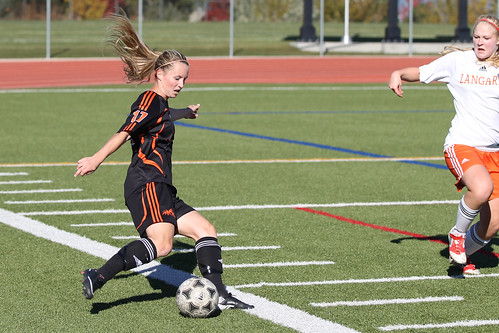 Kelsey Martin steps into ball (Oct 20, 2013 Snucins)