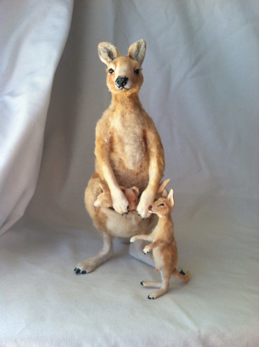 1:12 Kangaroo and babeis by woolytales.com