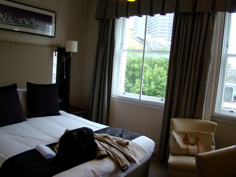 Rydges Kensington hotel room