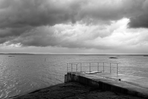 winter white lake black water rain clouds pier sweden sverige railing vänern vänersborg canonef24105mmf4lisusm canoneos7d