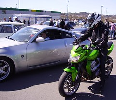 Automobile and motorcycle - Photo of Le Change