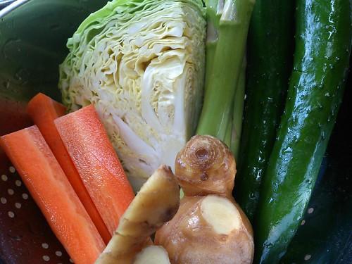 ぬか漬けにする野菜(人参・キャベツ・生姜・アスパラガス・きゅうり)