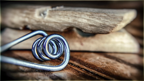 wood macro broken metal closeup spring nikon pin pieces grain d200 twisted broke hdr clothespin hoya odc closeuplens themetalnotme hbmike2000