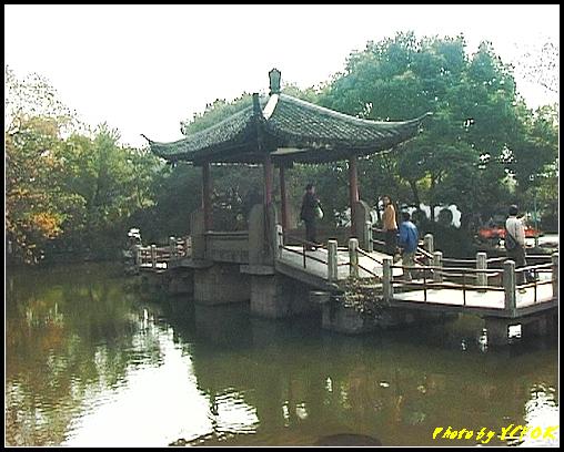 杭州 西湖 (其他景點) - 428 (西湖小瀛洲 上的亭台樓閣 用三種字體寫出 亭亭亭的亭)