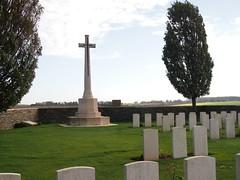 Sanders Keep Military Cemetery - Photo of Ruyaulcourt