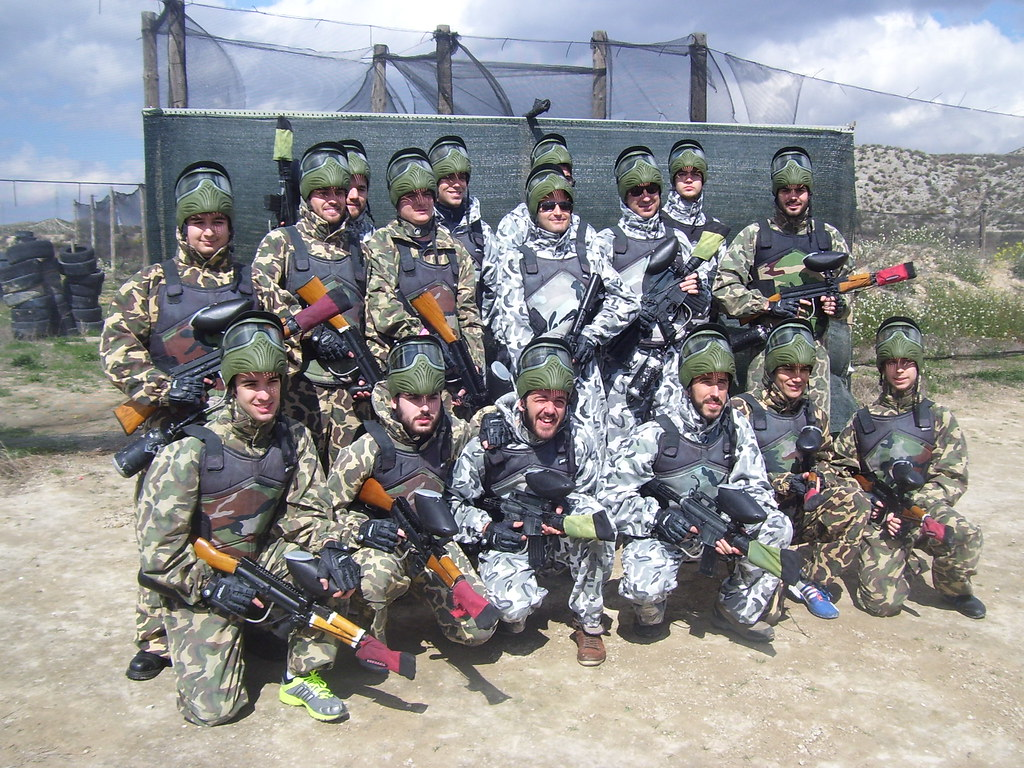 paintball y almuerzo Zaragoza, paintball Zaragoza, fotos grupos Maskepaintball Zaragoza, ofertas recargas paintball Zaragoza,