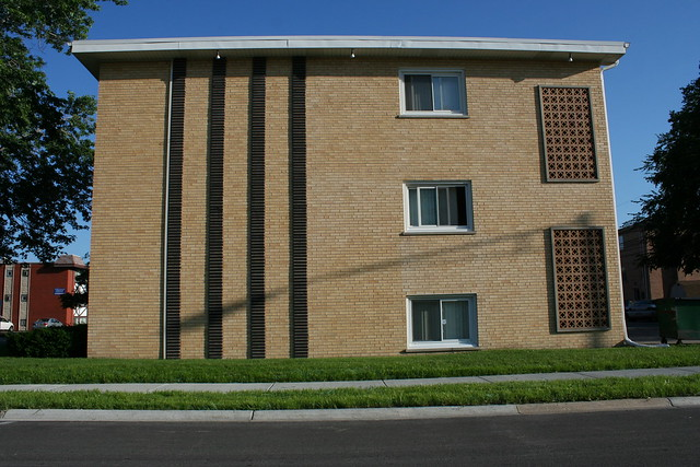 Chicago Mid-Century apartment building