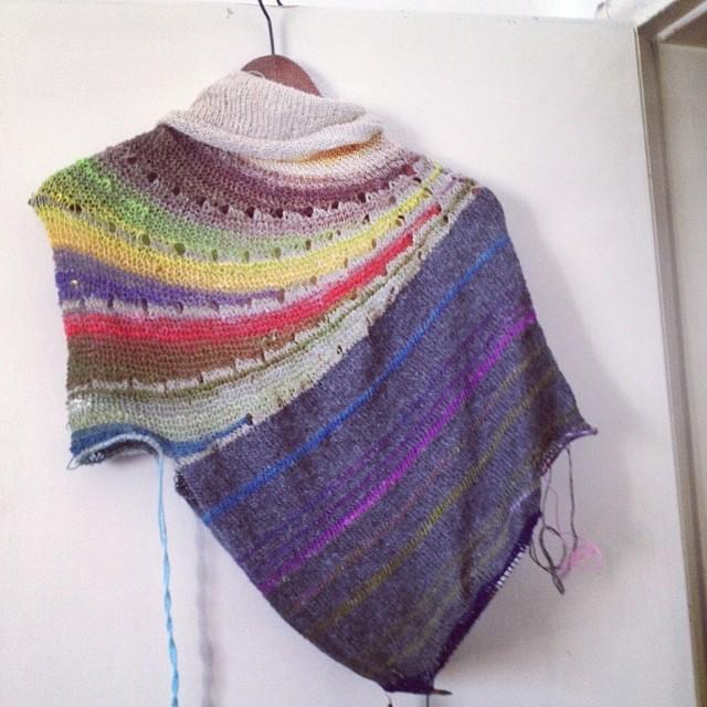Humhum #iolavoroamaglia #raverly #stephenwest #fattoamsno #handmade #yarn #instaknit #lavoroamaglia #ameliabefana #knitting #knit