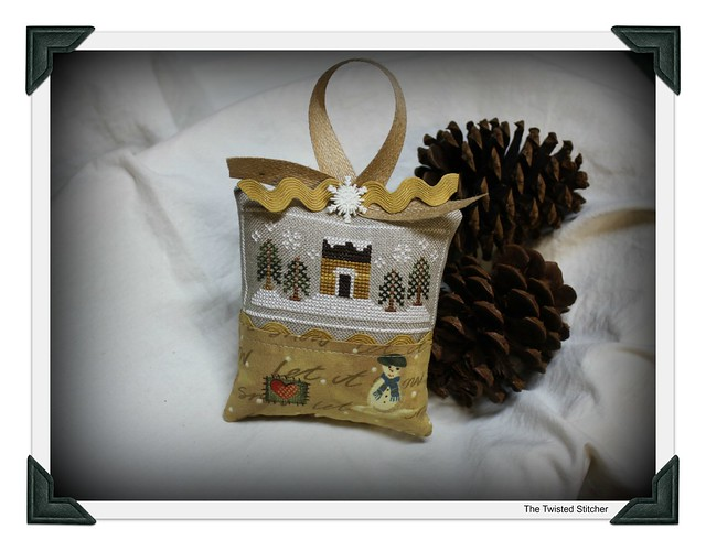 Country Cottage Needleworks motif taken from Snow Sampler