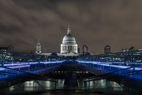 https://www.twin-loc.fr  London Millenium Bridge Tate Modern Museum Saint Paul's Cathedral Tamise River Night Explore Image Picture Long pose