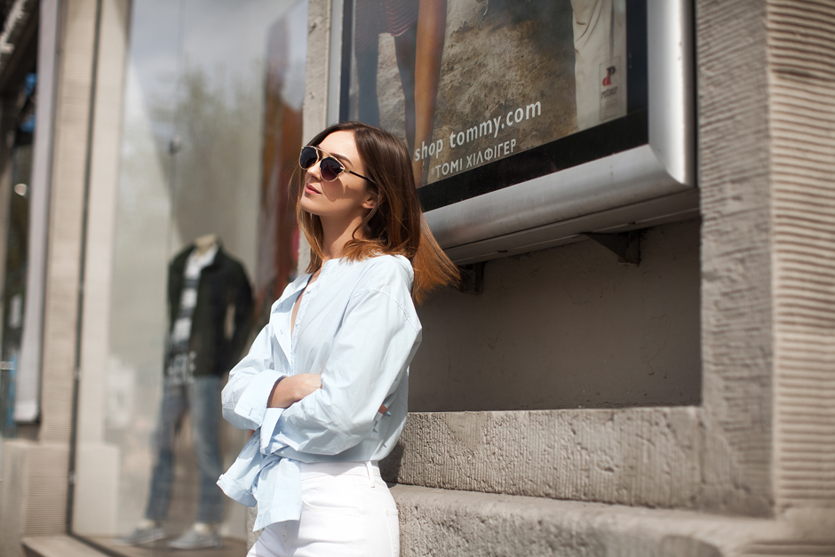 how-to-wear-blue-shirt-white-jeans-outfit-ideas