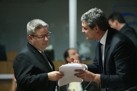 l cronograma presentado por el senador Antonio Anastasia(izq.), relator de la comisión, establece que la lectura del informe del Senado tendrá lugar el 28 de julio - Créditos: Fabio Rodrigues Pozzebom/Agência Brasil
