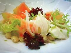 Amanida de tomàquets de Vilabertran amb bacallà confitat montgetes i olivada al #restaurant #olivera de @hotelperalada #foodporn #foodies #food #instafood #igersoftheday #igersemporda #empordaturisme #incostabrava #peralada #peraladaresort #golfperalada