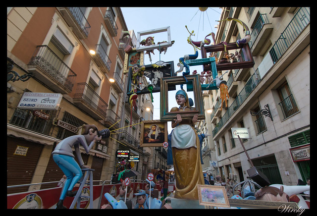 Mejores ninots de hogueras 2015 Alicante - La chica de la perla en Hoguera Plaza de Santa Maria