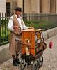 Berliner Leierkasten-Mann 2 - Organ grinder in Berlin 2