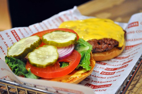 Smashburger-classic-cheeseburger