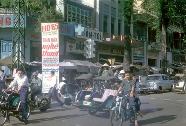 Saigon traffic 1965 - Góc Lê Lợi-Công Lý, nhà sách Khai Trí