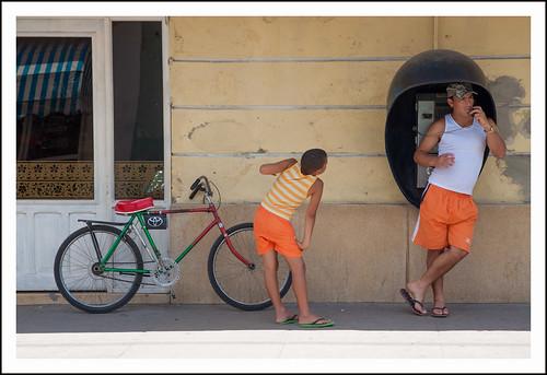 Cuba: bellen in oranje by hans van egdom
