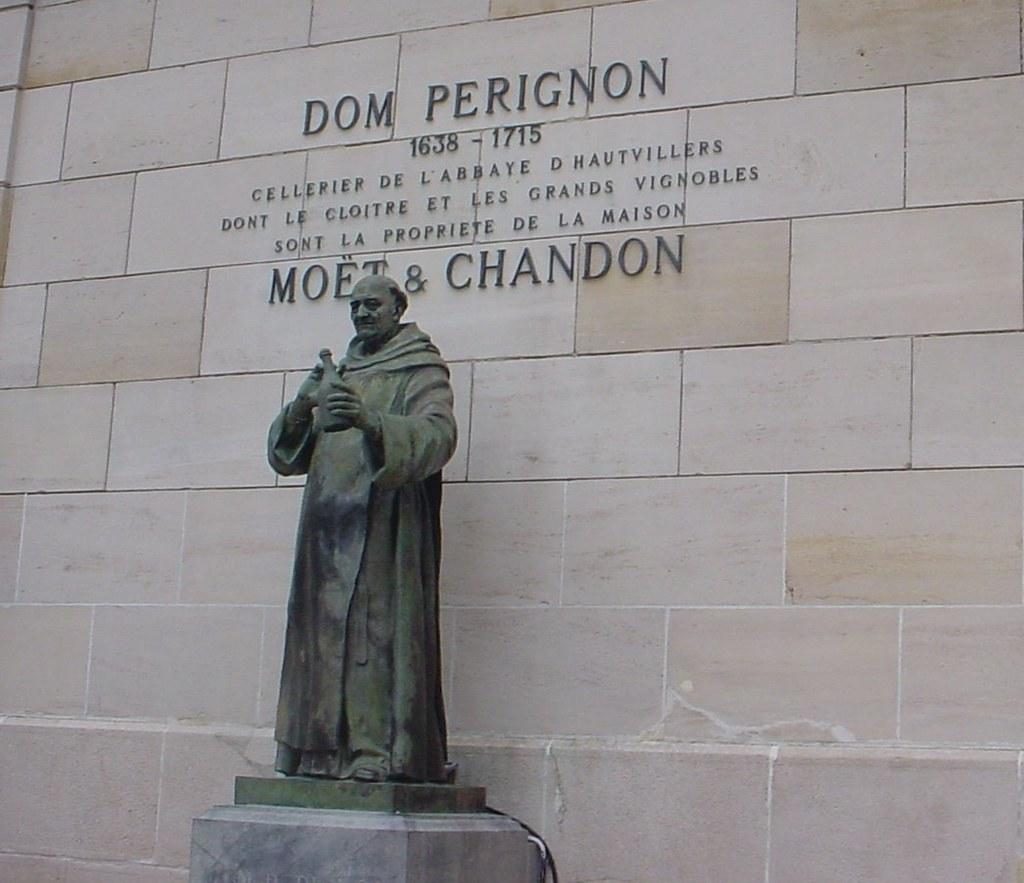 Estatua de Pierre Pérignon en Épernay, Francia. Autor, Alexandre Campolina