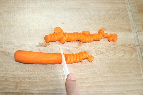 12 - Möhren in Scheiben schneiden / Cut carrots into slices