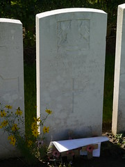 Wilfred Owen's grave at Ors - Photo of Fesmy-le-Sart