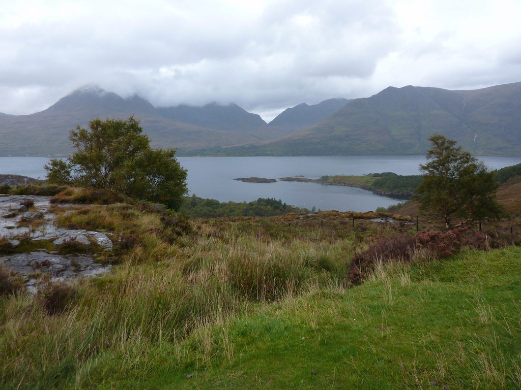 8. Lago y las eternas nubes de las Highlands. Autoer, Beth M527